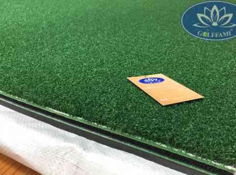 Thảm tập golf 3d đế màu xanh