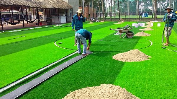 quy trình thi công cỏ nhân tạo