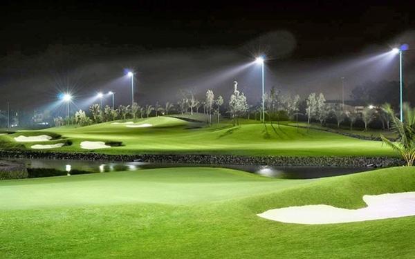 Ánh sáng huyền ảo của Sân golf Tân Sơn Nhất về đêm
