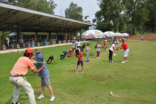 Những lợi ích của việc chơi golf đối với trẻ em