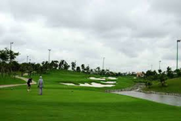 Lấy sân golf Tân Sơn Nhất làm hậu cần khu bay