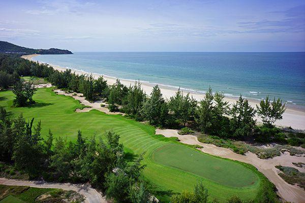 Sân golf Huế dọc bãi biển