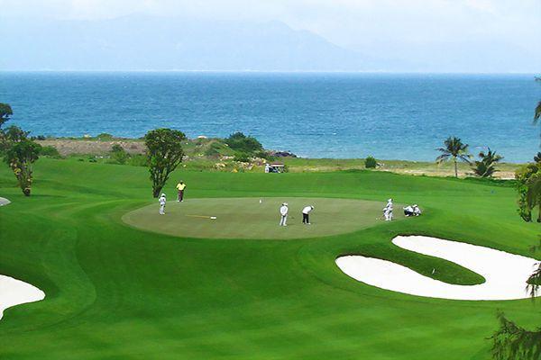 Sân golf Huế dọc bãi biển đẹp mộng mơ