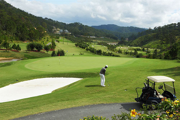 Sân golf sacom Tuyền Lâm