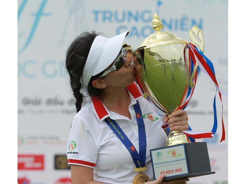 Nguyễn Thị Tố Uyên dành chức vô địch giải cao-trung niên quốc gia